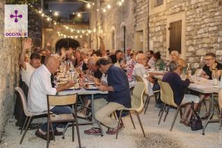 Convivialite à table en Provence Occitane