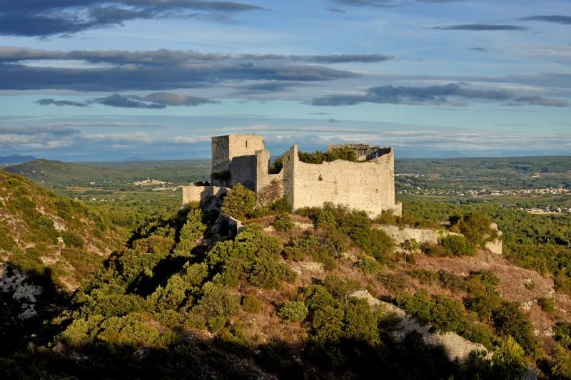 Vue aérienne du castellas de St Victor la Coste